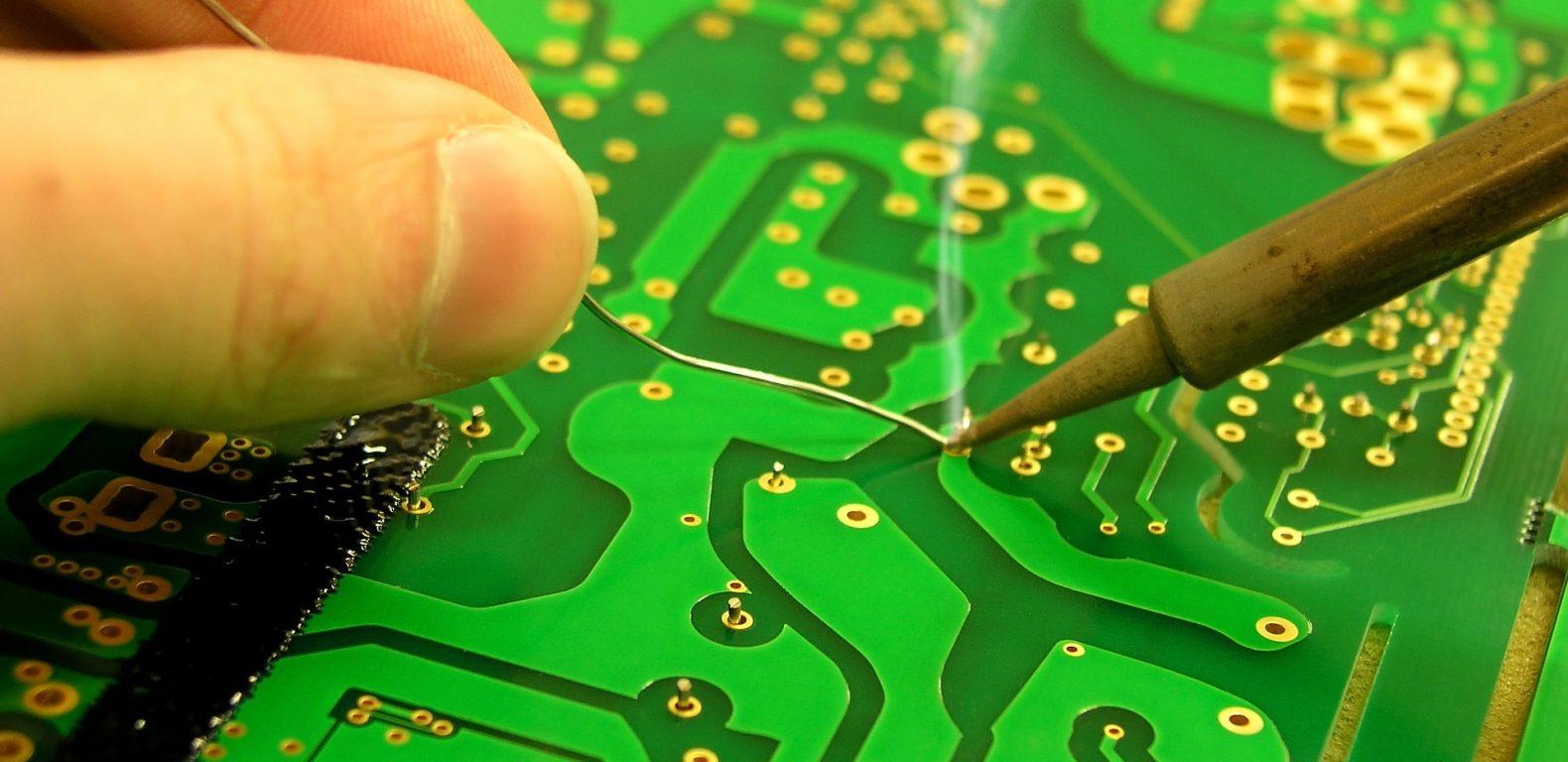 soldering-3280085_1920